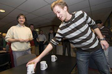 Dennis Ruijgrok pakt zijn lotingsnummer
