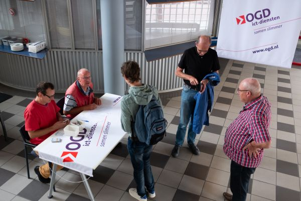 Inschrijven voor het toernooi (foto: Herman Zonderland)
